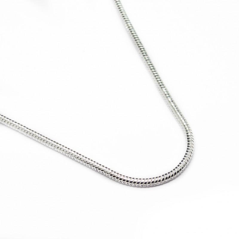 collier en argent avec une chaine fine un bijou pour homme ou femme. Black Bedroom Furniture Sets. Home Design Ideas