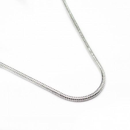 Collier en argent avec une chaine fine, un bijou pour homme ou femme