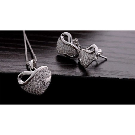 Women's white gold and white gems heart necklace and earrings gift set