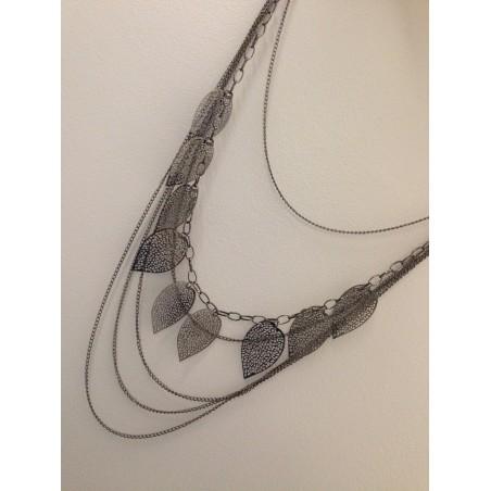 Sautoir collier femme fashion en texture fine avez plusieurs feuilles