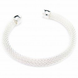Bracelet Jonc en argent pour femme, avec une texture en maille fine.