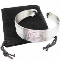 Bracelet Jonc en argent, composé de plusieurs fine lignes.