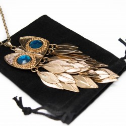 Collier sautoir pour femme fashion avec un pendentif Hibou à plumes dorées