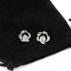 Boucles d'oreilles en argent ayant la forme d'une fleur pour femme