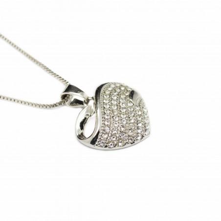 Collier or blanc et son pendentif en cœur de petites pierres