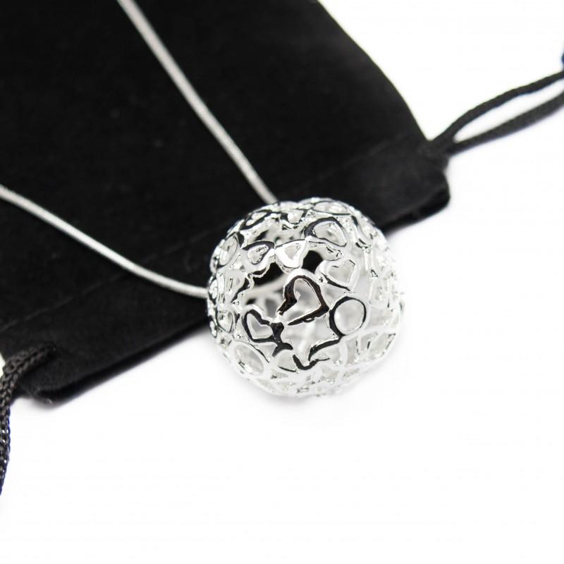 collier pour femme en argent avec une chaine fine et une grosse boule. Black Bedroom Furniture Sets. Home Design Ideas